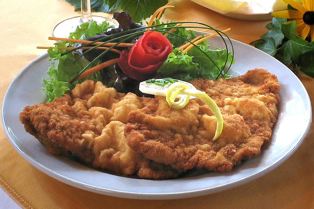 schnitzel-mit-pommes-frites